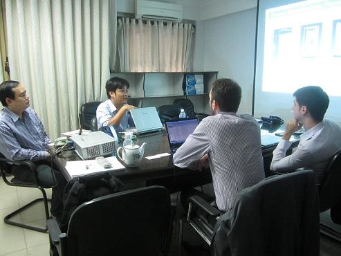 ông Nguyễn Tất Dương(CEO) đang chia sẻ cùng các doanh nghiệp nước ngoài