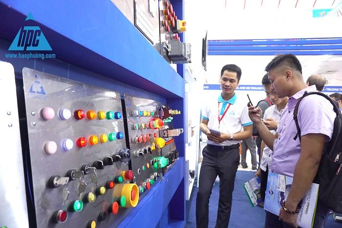 Thiết bị phụ kiện IDEC tại triển lãm