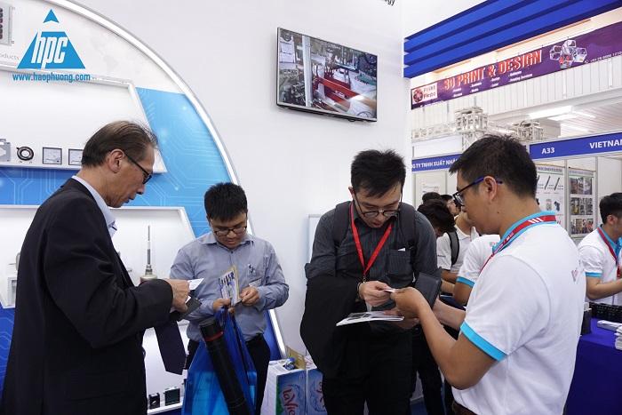 Khách tham quan gian hàng của HP tại triển lãm, hình ảnh 3