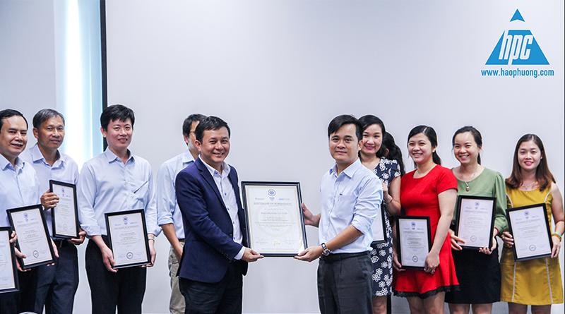 trao bằng chứng nhận hoàn thành khóa đào tạo KPI, hình ảnh 1