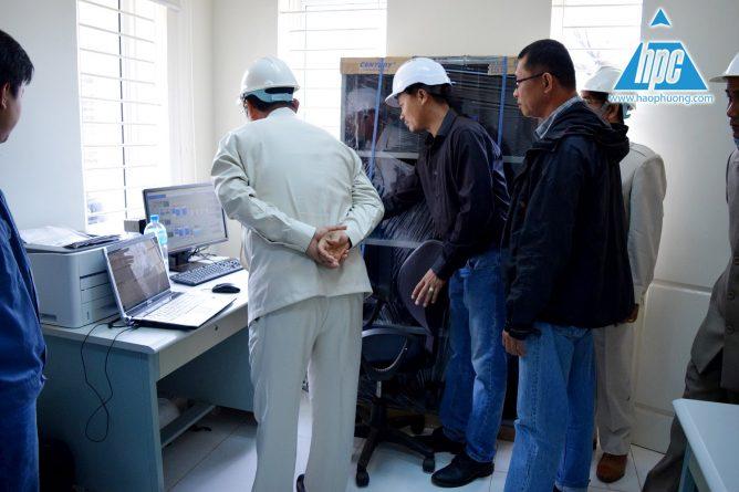 Bộ trưởng bắt tay và thăm hỏi các kỹ sư hạo phương, hình ảnh 3