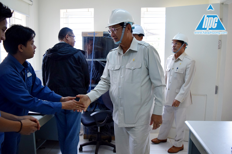 Bộ trưởng bắt tay và thăm hỏi các kỹ sư hạo phương, hình ảnh 2