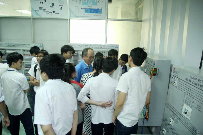 lể bàn giao thiết bị điện tại trường Đại Học Công Nghiệp TP.HCM, ảnh 10