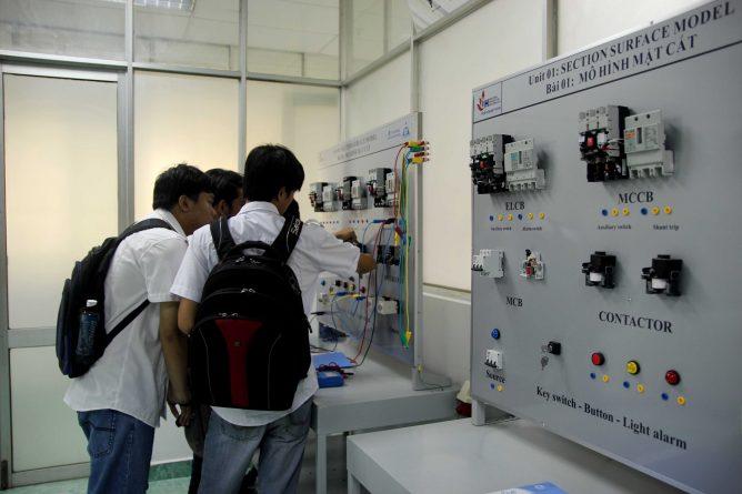 lể bàn giao thiết bị điện tại trường Đại Học Công Nghiệp TP.HCM, ảnh 9