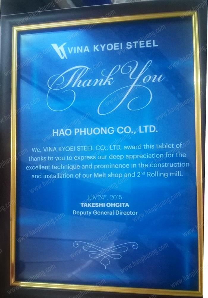 Hạo Phương nhận bằng chứng nhận của Vina Kyoel