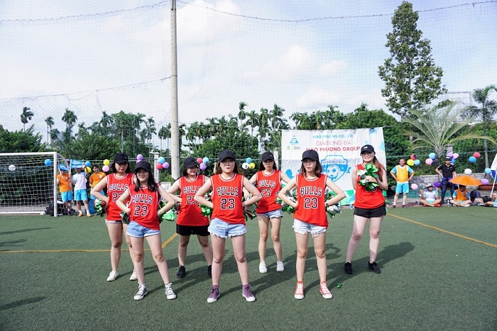 Các cô gái đội 6 cống hiến những điệu nhảy