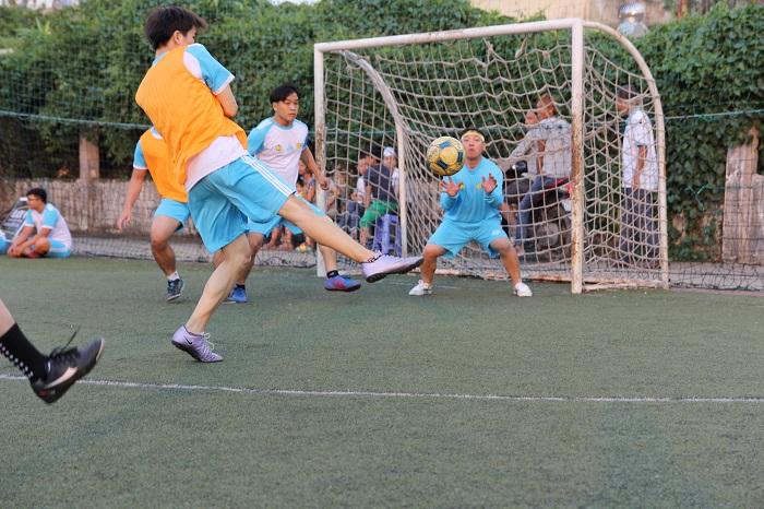 phá bắt bóng của thủ môn