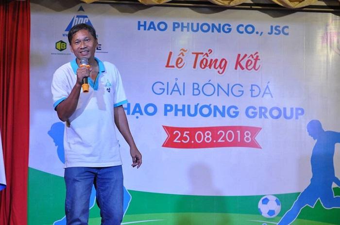 chú NguyễnQuang Diệu phát biểu tại lễ tổng kết