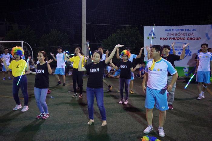 thành viên tham gia múa