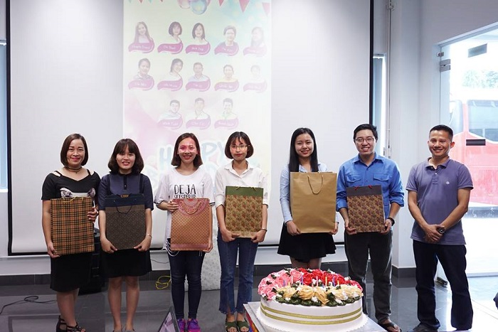 thành viên được nhận quà chúc mừng sinh nhật