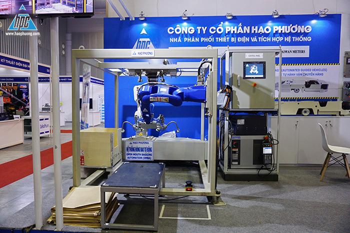 Khu vực trưng bày robot đóng bao tự động