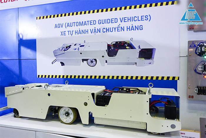 trưng bày xe tự hành vận chuyển hàng AGV