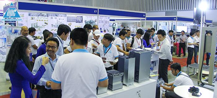 Hạo Phương thu hút đông đảo khách tham quan