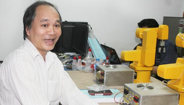 Giám đốc công ty Robotics