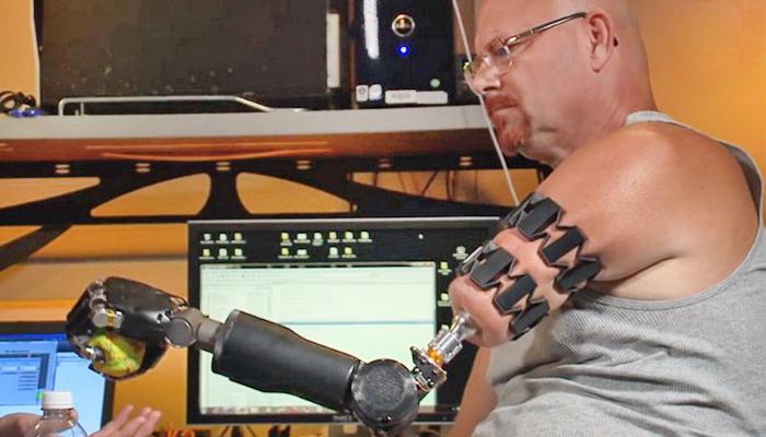 Thử nghiệm với cánh tay robot MPL