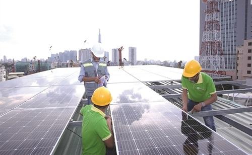 Lắp đặt tấm năng lượng mặt trời