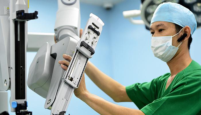 robot phẫu thuật cho người lớn 2
