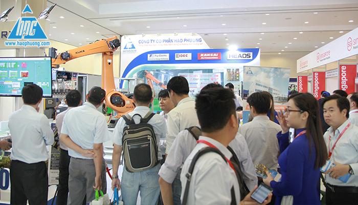 Khách hàng quan tâm đến các giải pháp robot của Hạo Phương