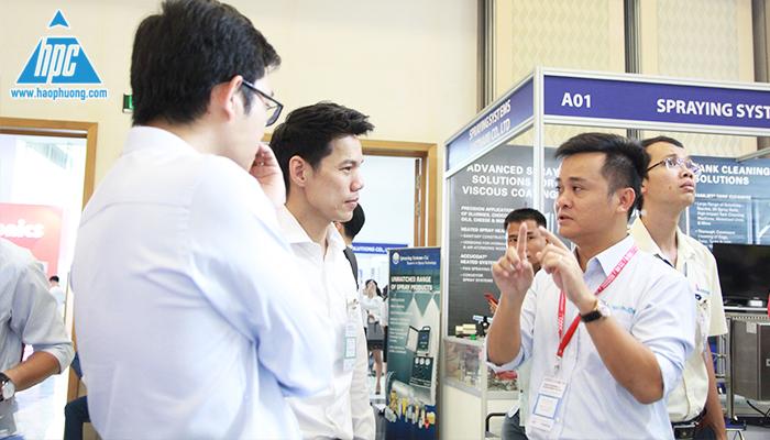 Tổng giám đốc công ty KSP thăm gian hàng Hạo Phương