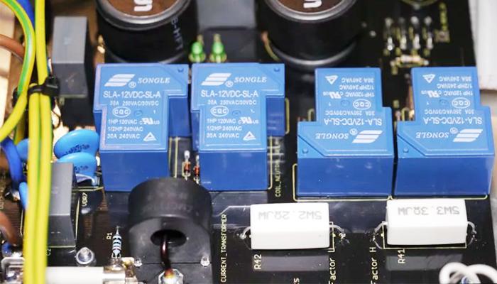 Bảng mạch điện tử tích hợp relay trung gian