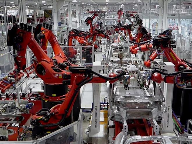 Robot sử dụng trong nhà máy sản xuất ôtô