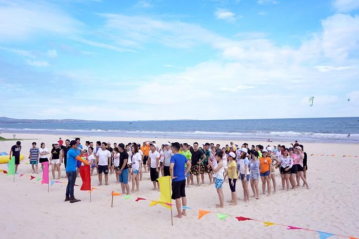 Các hoạt động Team building tại bãi biển Mũi Né 2