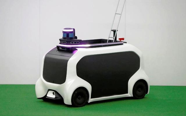 Robot hỗ trợ trên sân thi đấu