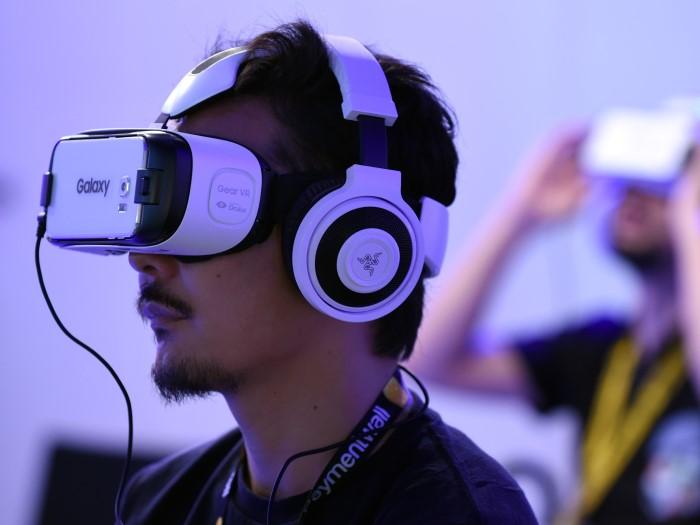 Dùng thử kính thực tế ảo