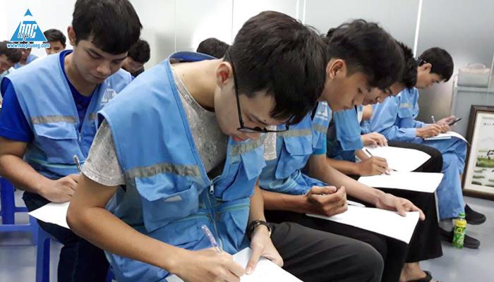 Thực hiện bài kiểm tra là cơ sở để cấp thẻ an toàn - vệ sinh lao động