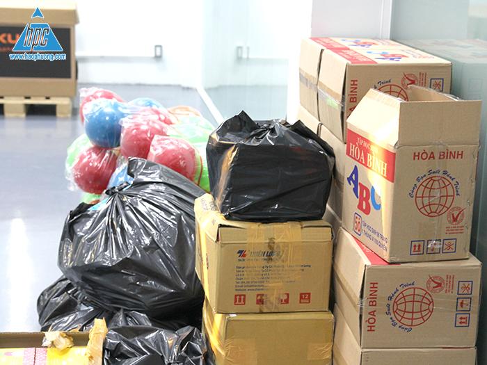 ác phần quà đã được chuẩn bị và tập kết tại trụ sở công ty Hạo Phương