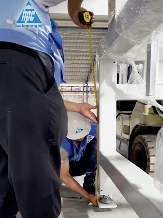 Đặt băng tải và các thiết bị vào vị trí theo line và lấy dấu khoan lỗ 1