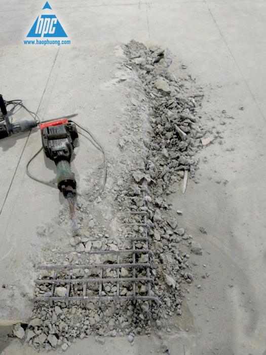 Đục, cắt và đổ thêm bê tông cho bệ robot 2
