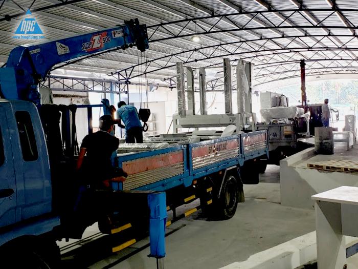 Công tác vận chuyển băng tải, rào chắn, tủ và dây điện đến nhà máy 4
