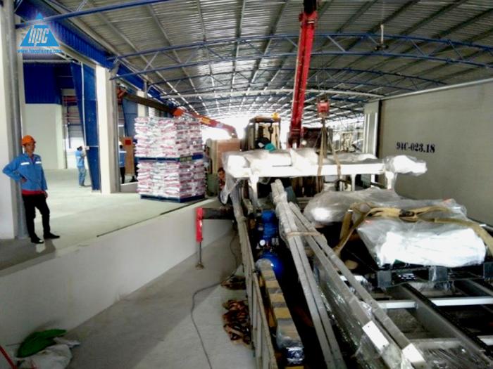 Vận chuyển robot, băng tải và tập kết dụng cụ đến nhà máy 1