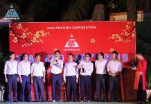 Ban lãnh đạo công ty nâng ly chúc mừng và khai mạc bữa tiệc 2