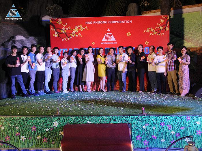 Ban tổ chức tiến hành bốc thăm trao quà lần lượt từ Giải Khuyến khích đến Giải Nhất 1