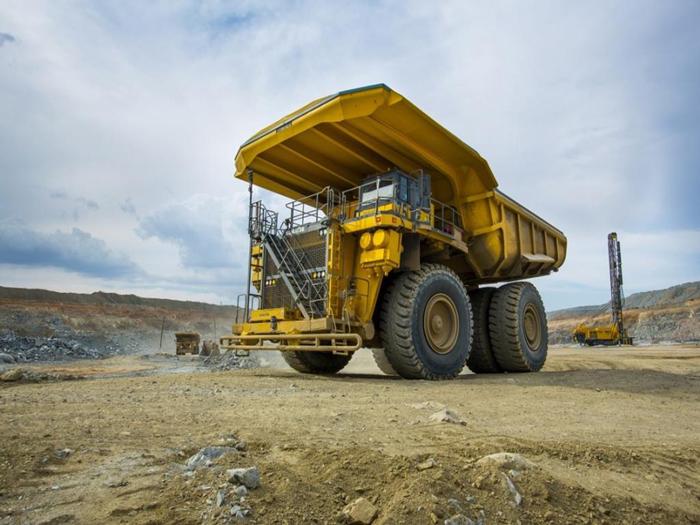 Xe tải tự đổ chạy bằng năng lượng sạch