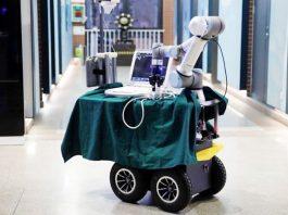 Trung Quốc thiết kế robot trợ giúp nhân viên y tế