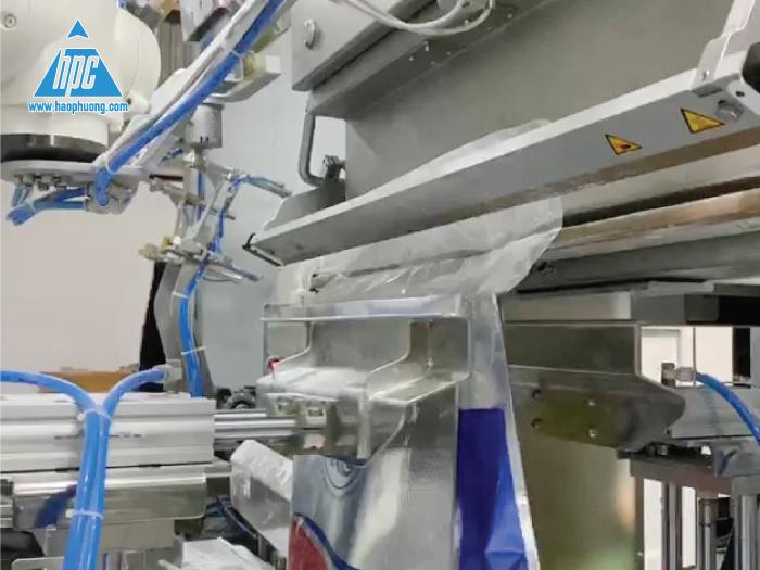 Quy trình đóng bao của hệ thống Robot đóng bao 2 lớp tự động (OMBA) do Hạo Phương cung cấp