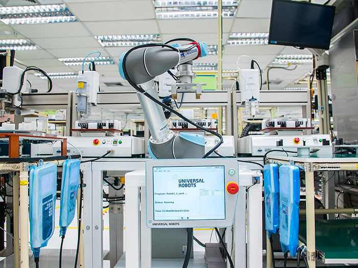 """Công nghệ tự động hóa trong các nhà máy lên ngôi nhờ vào robot hợp tác """"cobots"""""""